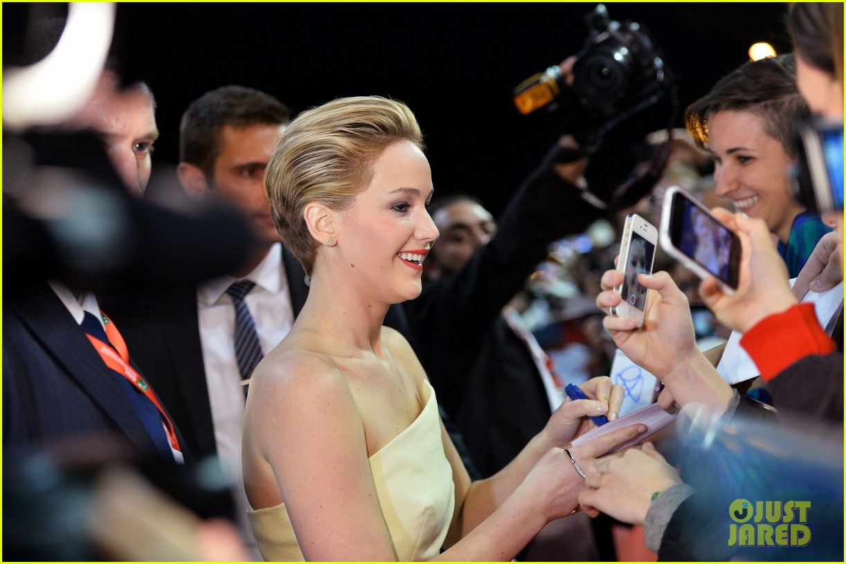 jennifer lawrence josh hutcherson catching fire rome premiere 18