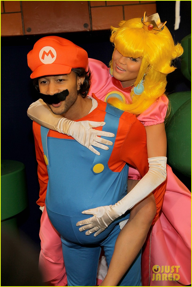 john legend chrissy teigen super mario bros birthday party 043001411
