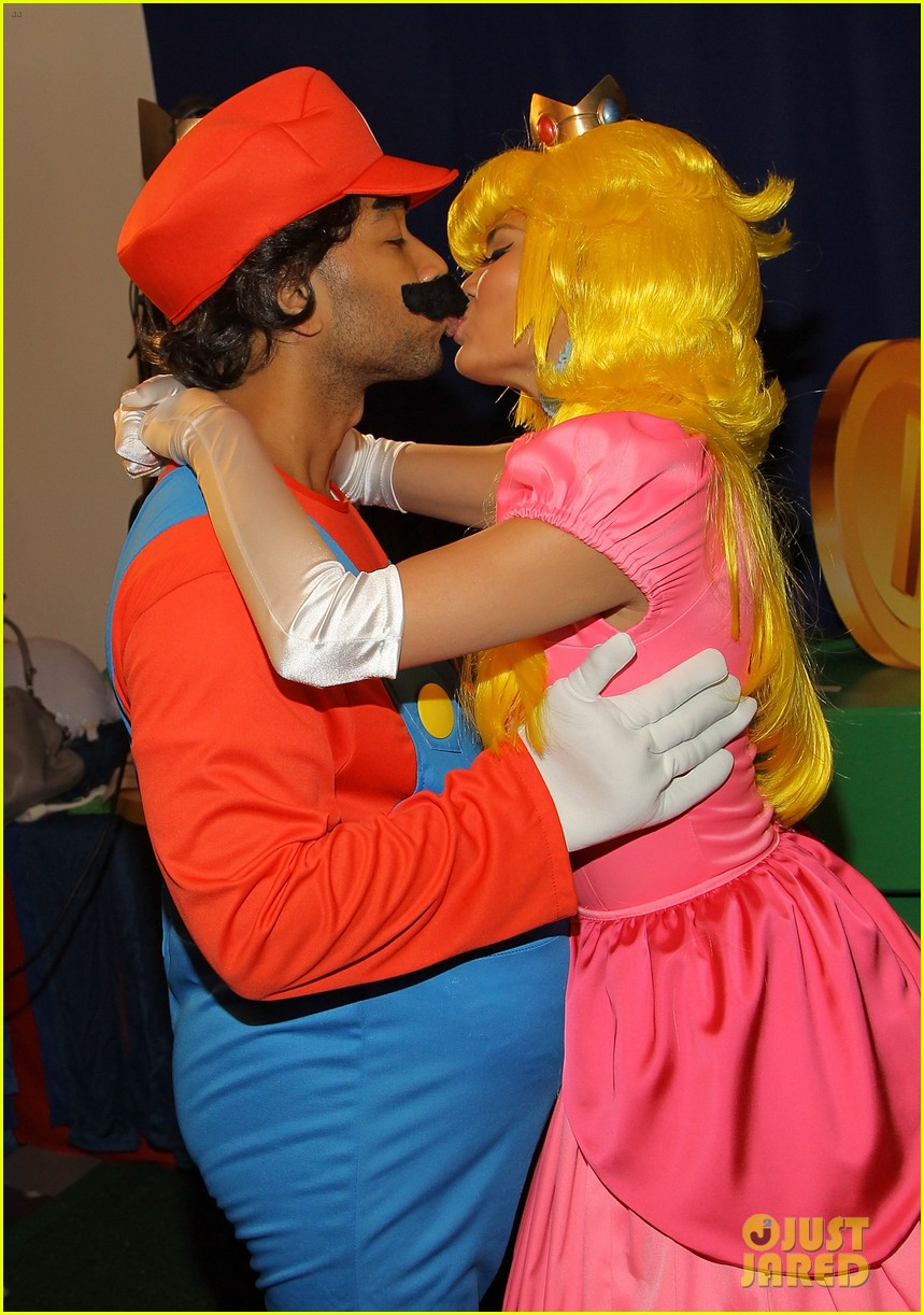 john legend chrissy teigen super mario bros birthday party 233001430