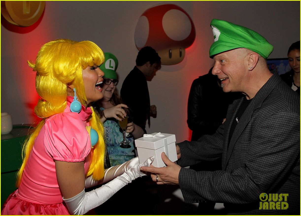 john legend chrissy teigen super mario bros birthday party 283001435