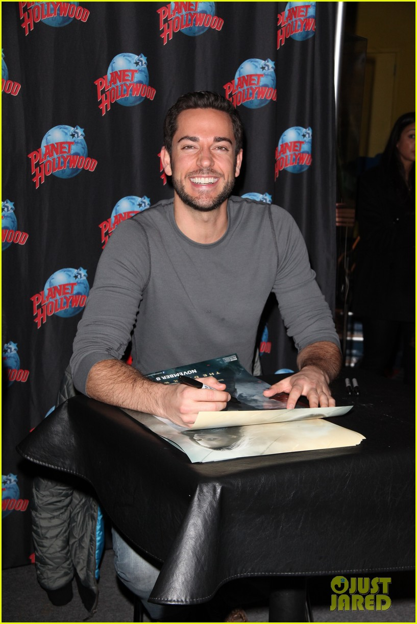 zachary levi planet hollywood handprint ceremony 042988538