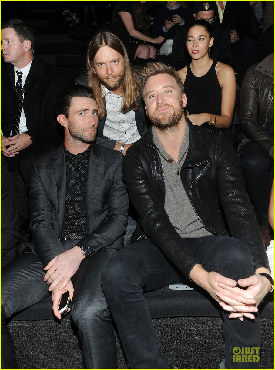 adam levine supports behati prinsloo at victorias secret fahsion show 2013 10