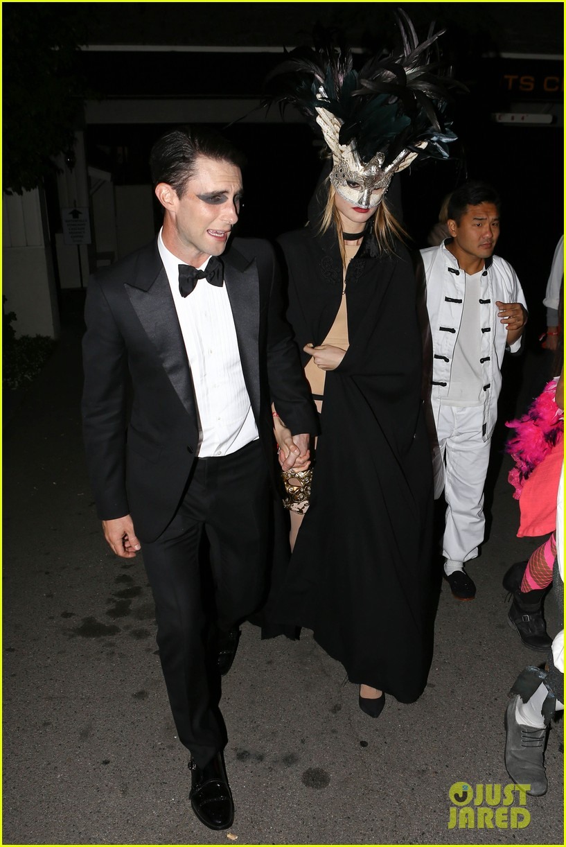 adam levine behati hold hands after hosting halloween party 10