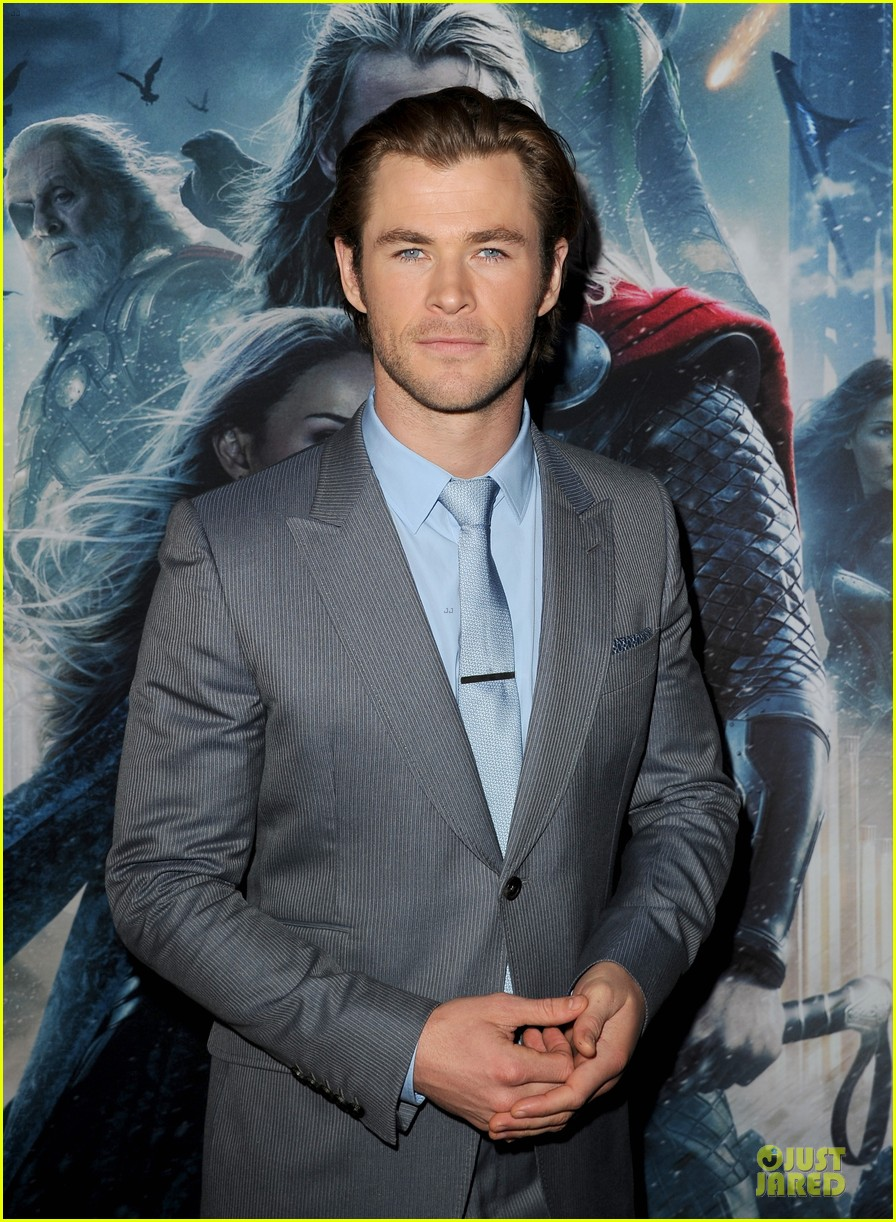liam hemsworth supports bro chris at thor hollywood premiere 06