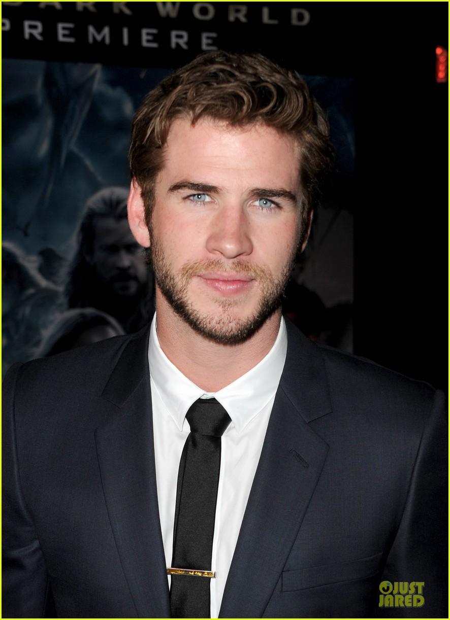 liam hemsworth supports bro chris at thor hollywood premiere 07