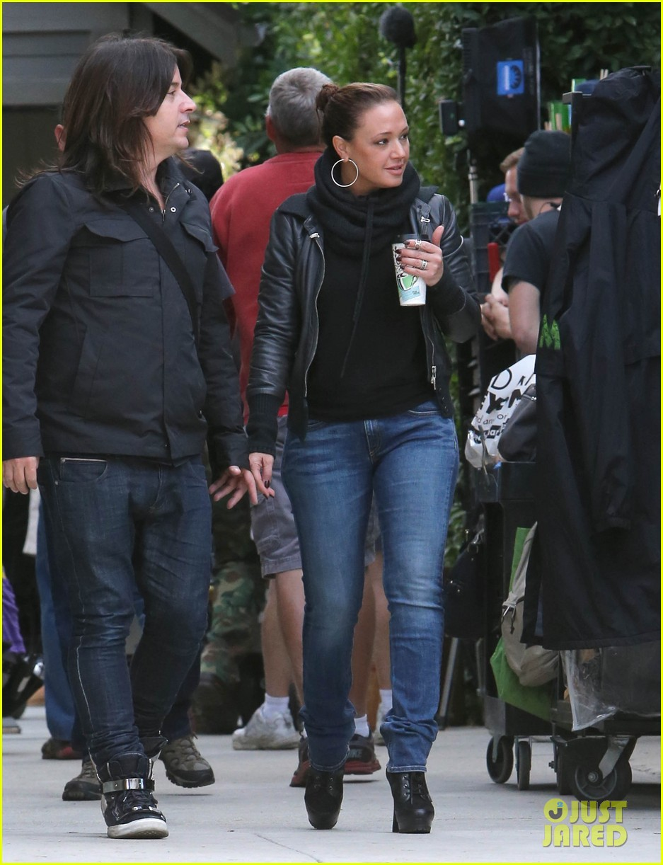 jennifer lopezs pal leah remini visits star on boy next door set 15