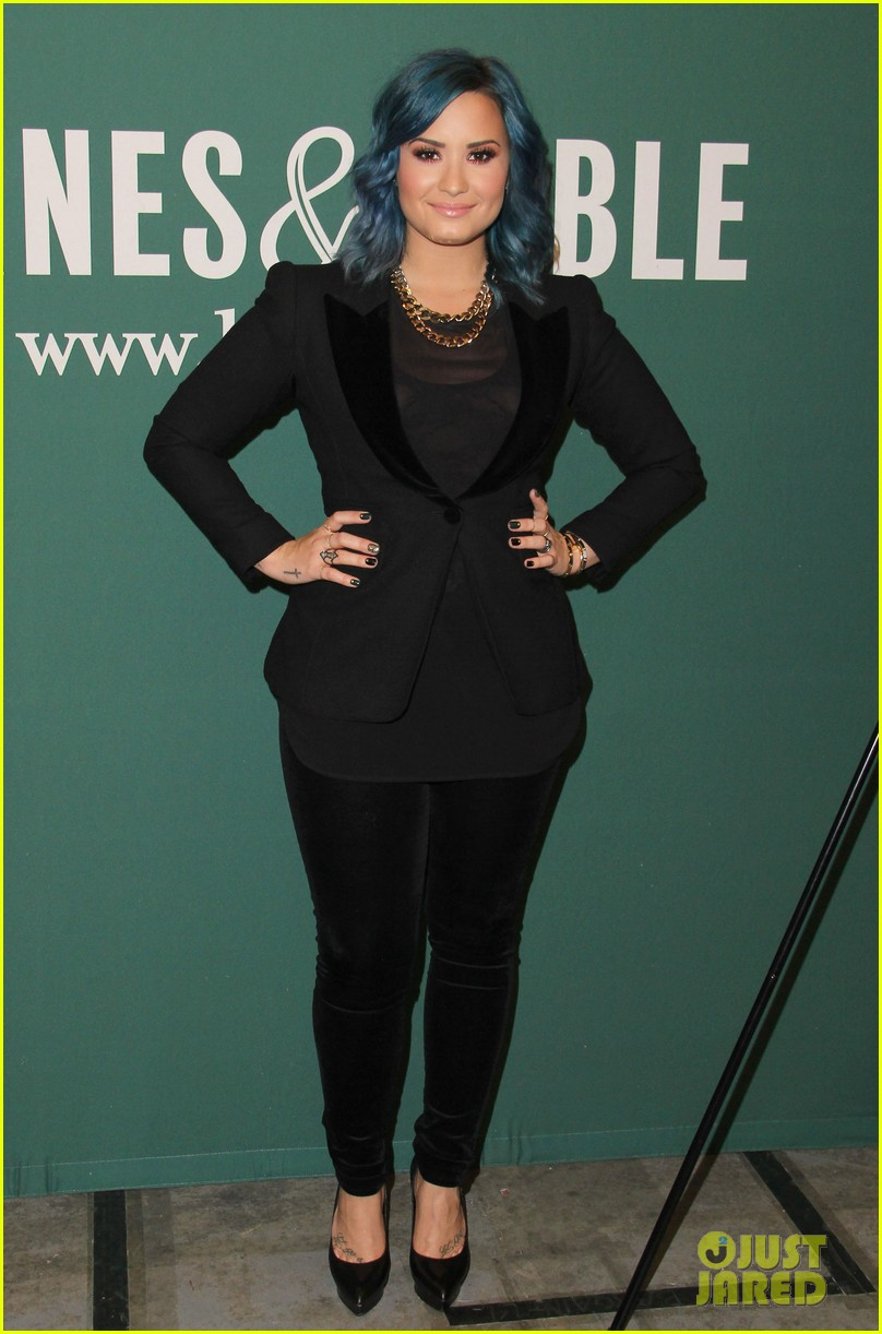 demi lovato stay strong book signing 052998872