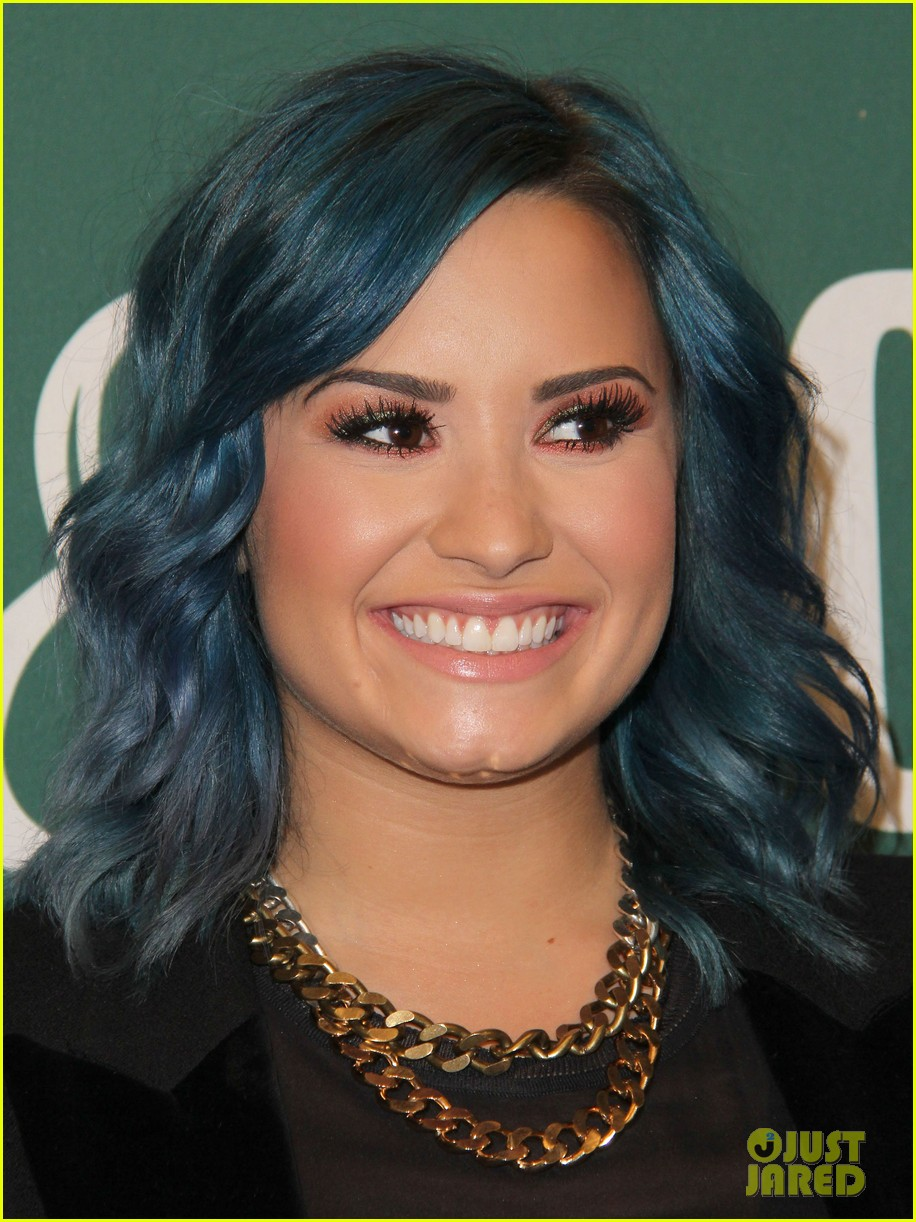 demi lovato stay strong book signing 12