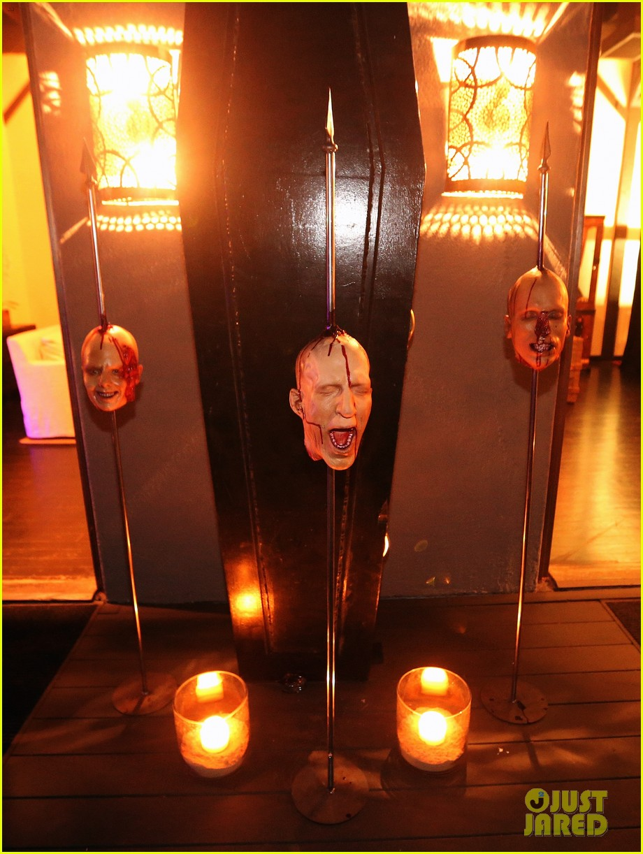 demi lovato dead zombie halloween costume 2013 142984123