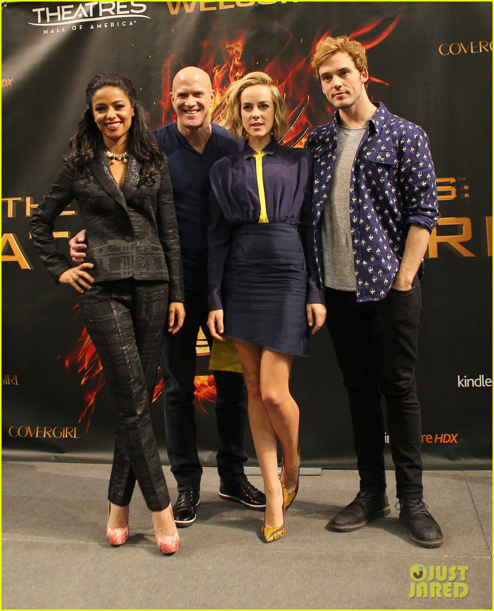 jena malone sam claflin hunger games victory tour in minnesota 10