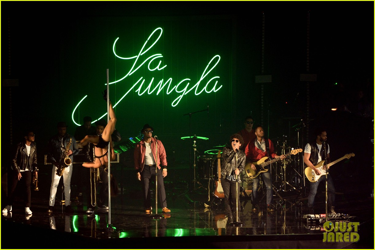 bruno mars performs gorilla at mtv ema 2013 video 112989967