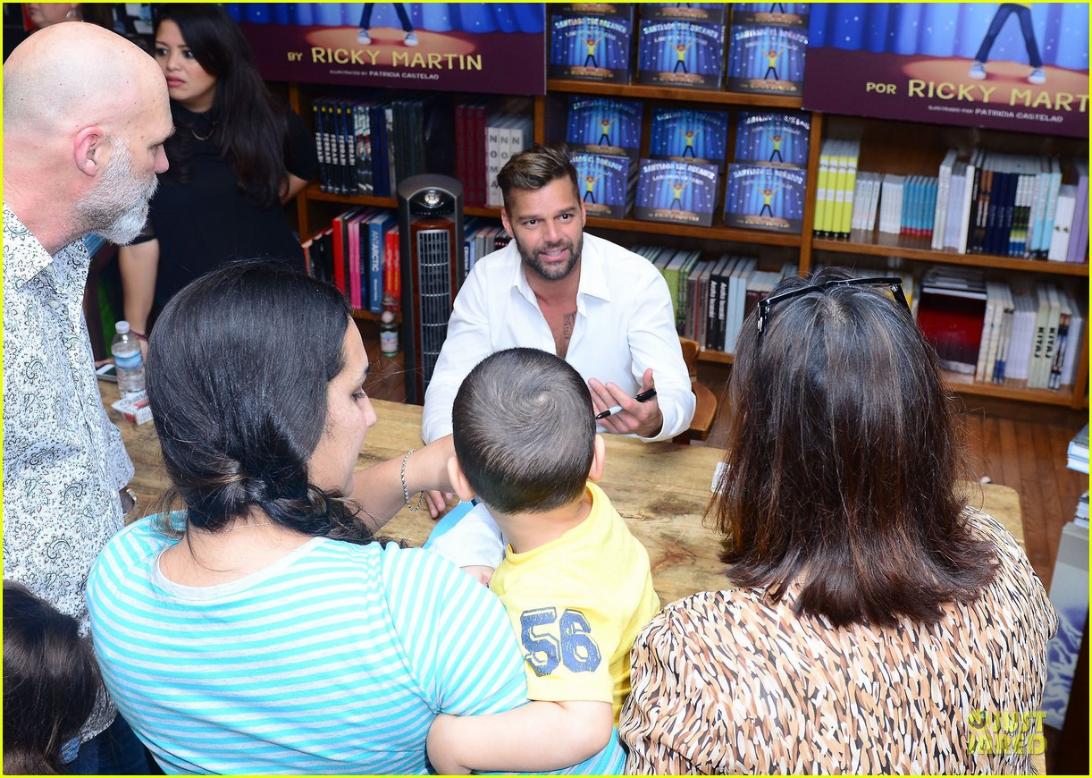 ricky martin flashes chest hair for santiago signing 052994117