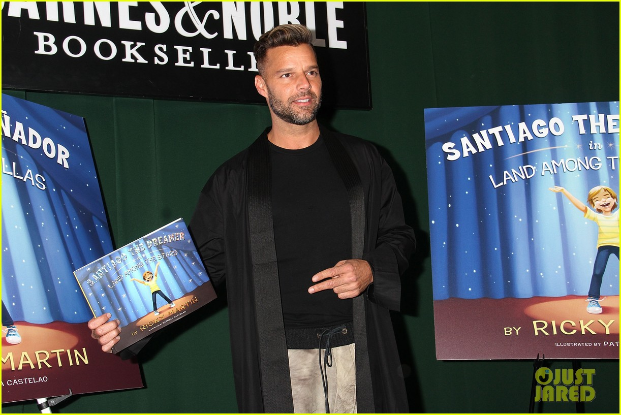 ricky martin santiago the dreamer book signing 082991573