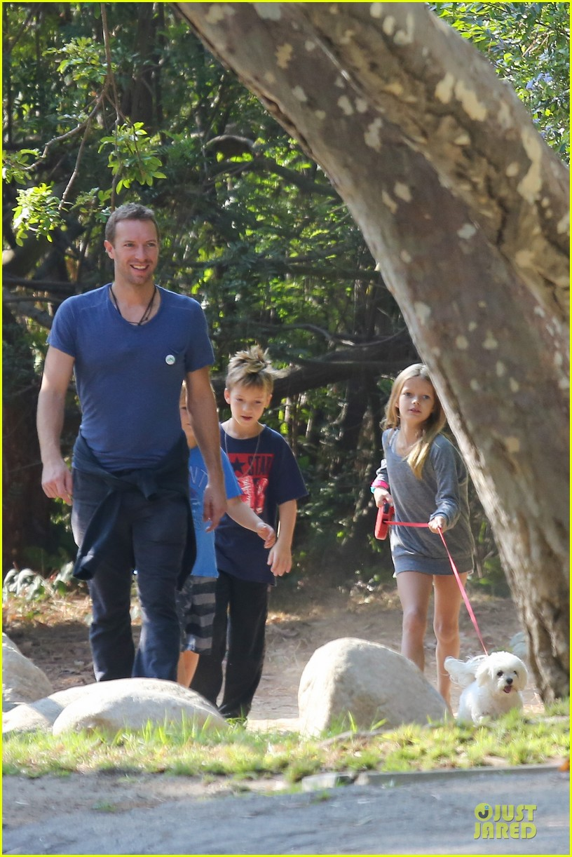 chris martin stroll with kids after kanye west concert 102986666