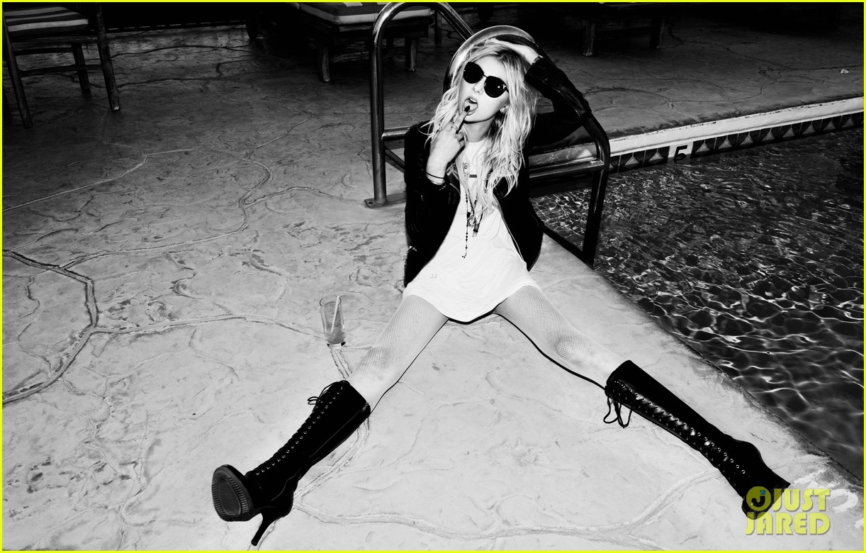 taylor momsen sexy photo shoot justjared exclusive 02