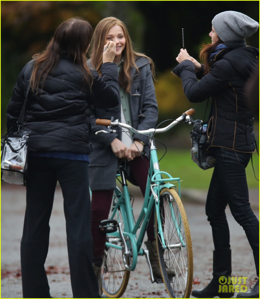 chloe moretz all smiles on if i stay set 15