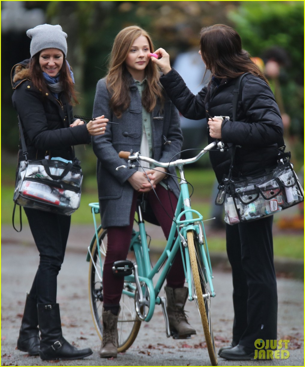 chloe moretz all smiles on if i stay set 18