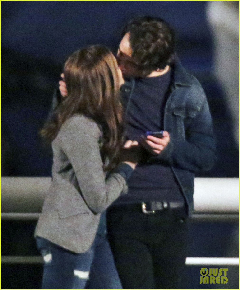 chloe moretz kisses co star jamie blackley on set 02