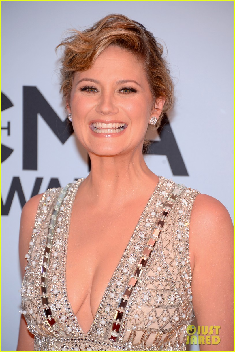 jennifer nettles kacey musgraves cmt awards 2013 red carpet 04