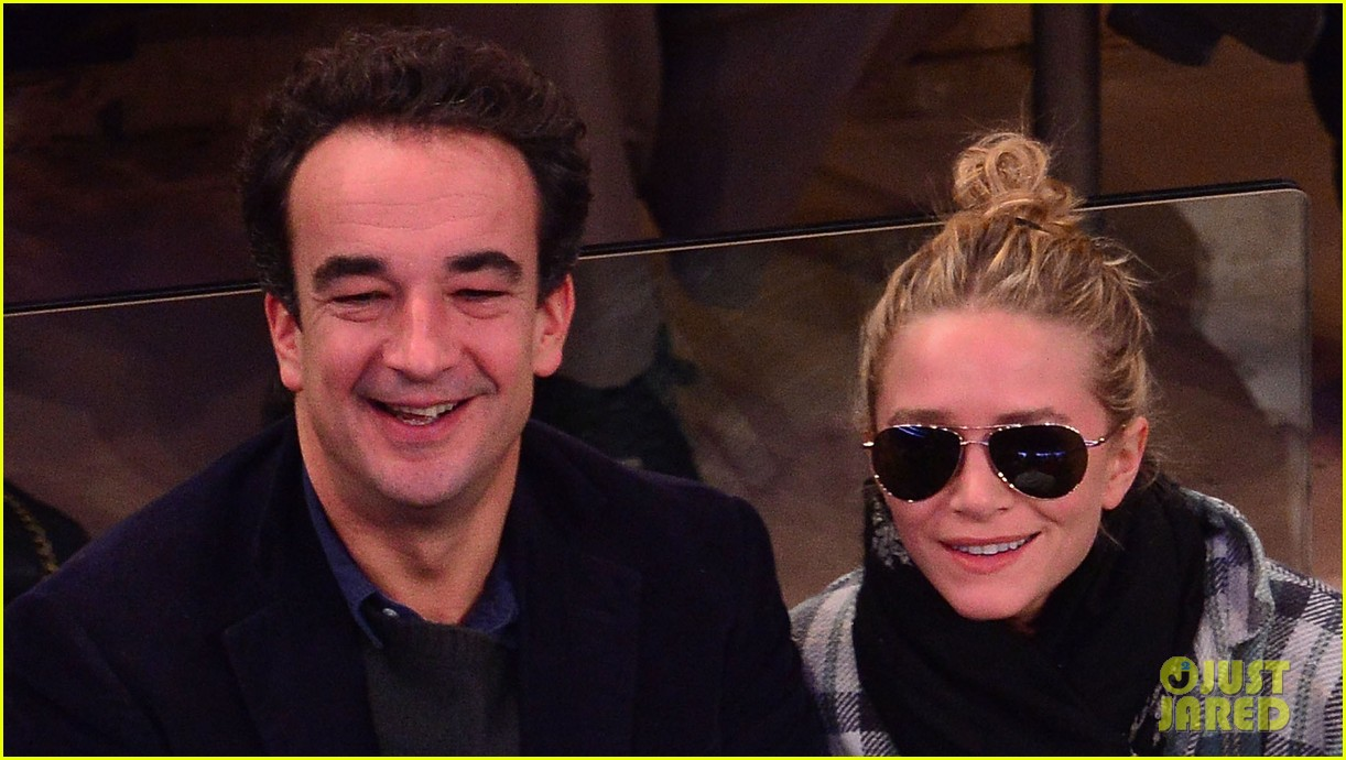 olivier sarkozy kisses mary kate olsen at knicks game 02