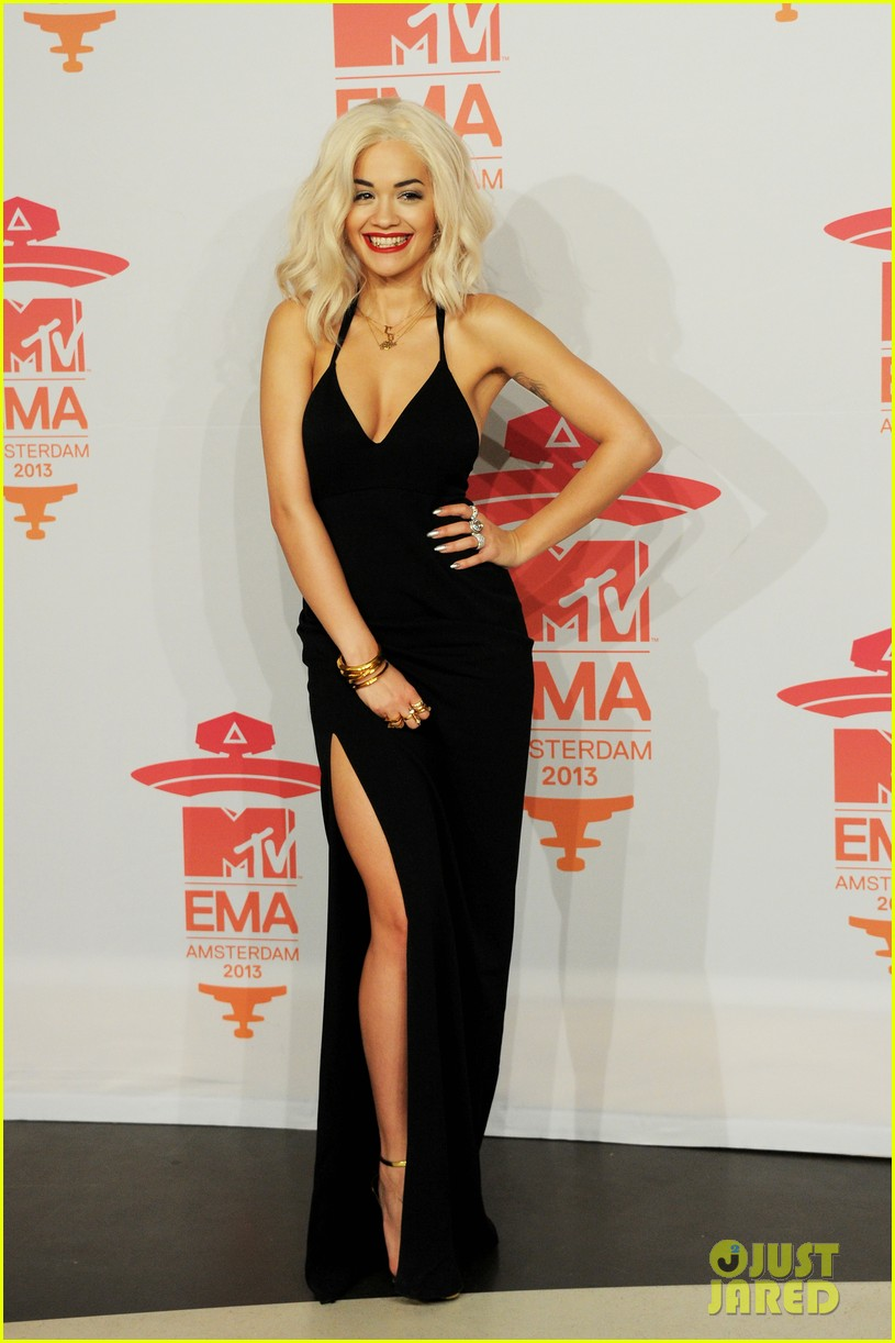 rita ora calvin harris mtv ema 2013 red carpet 032989935