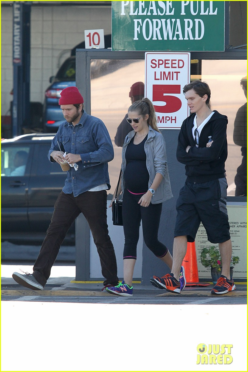 teresa palmer recommends books to future moms dads 103000626
