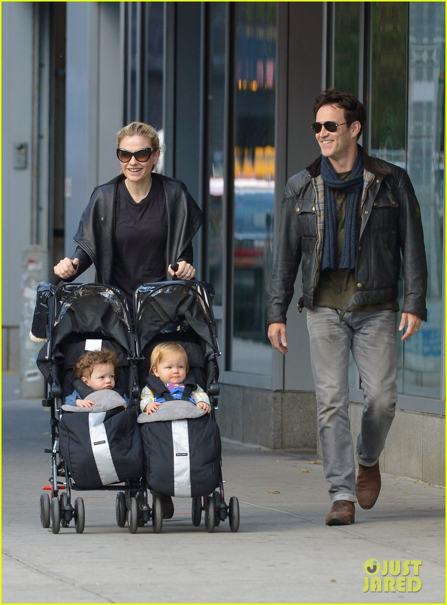 anna paquin stephen moyer big apple stroll with the twins 03