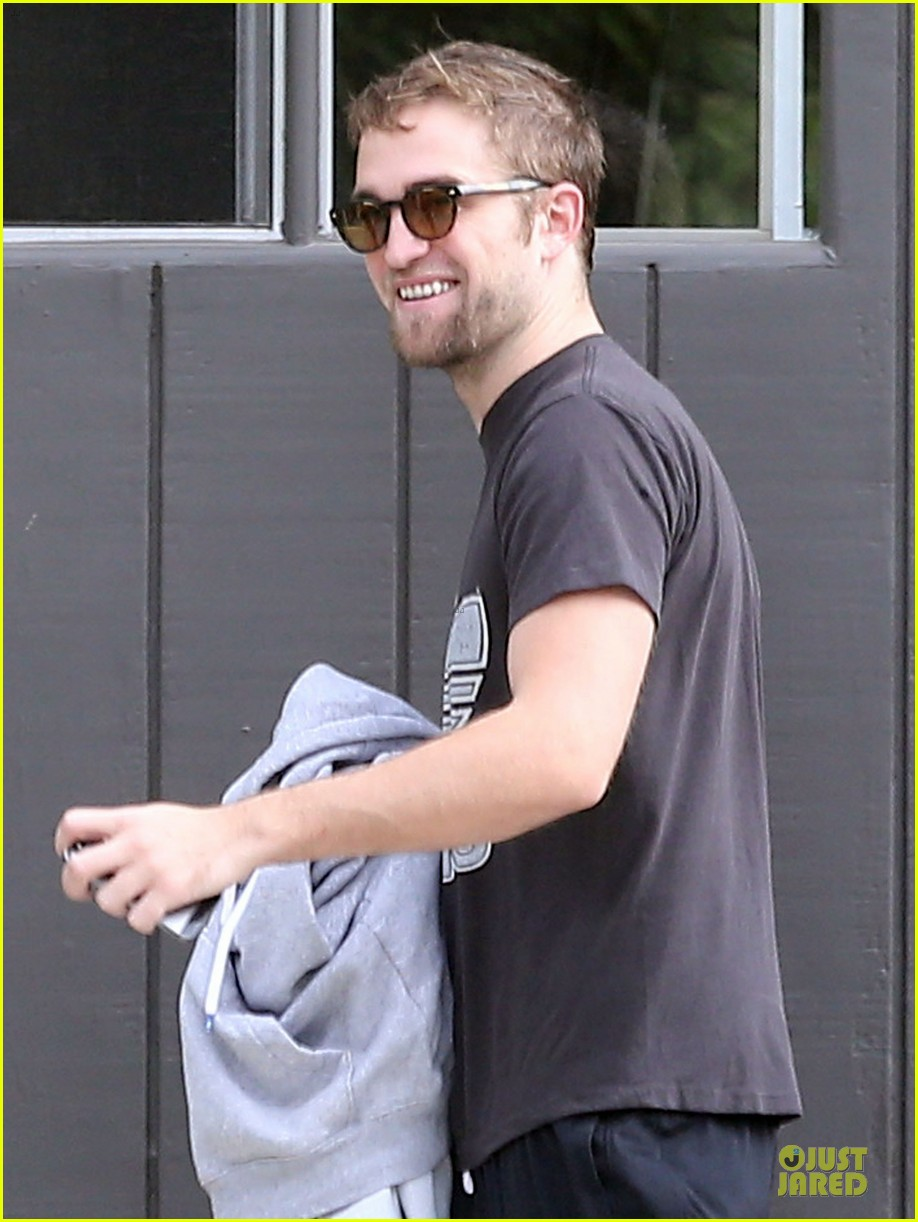 robert pattinson bulks up at workout session 042995565