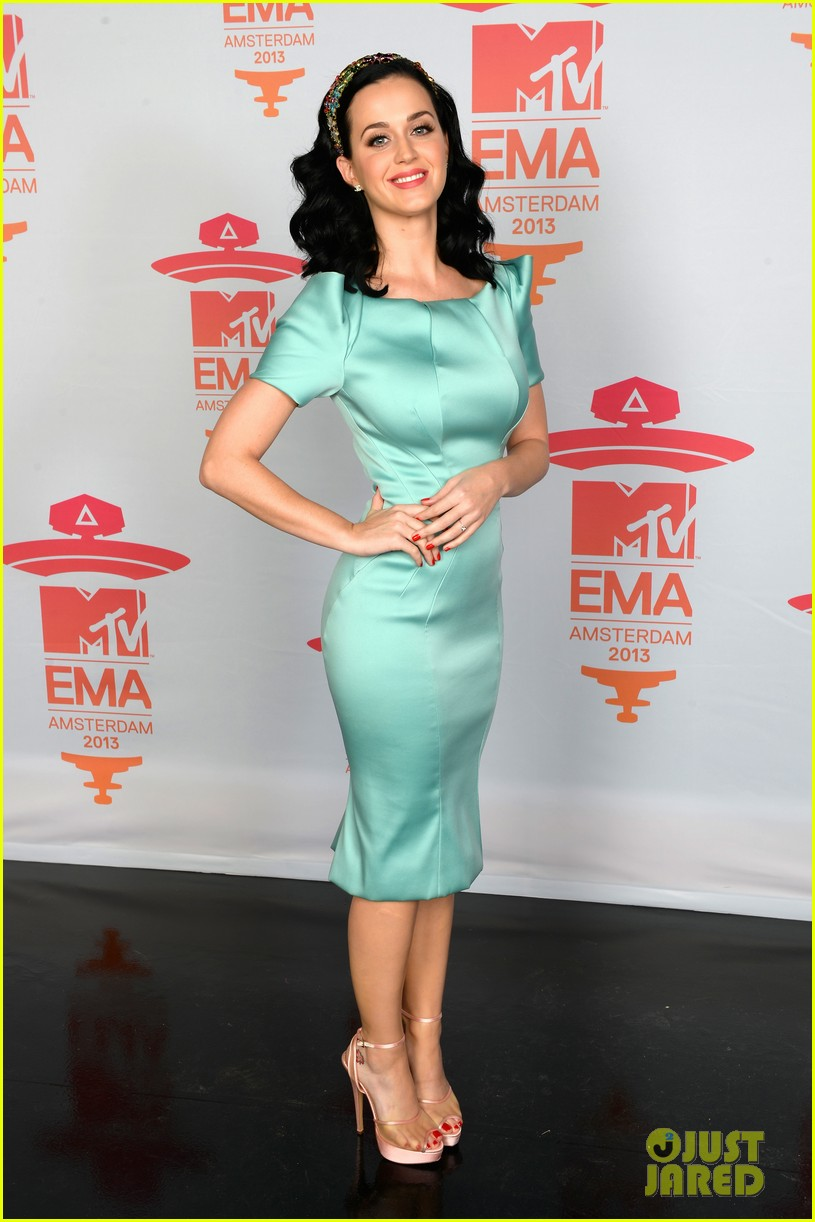 katy perry mtv ema 2013 red carpet 052989773