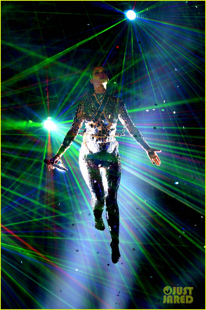 katy perry performs unconditionally at mtv ema 2013 video 03