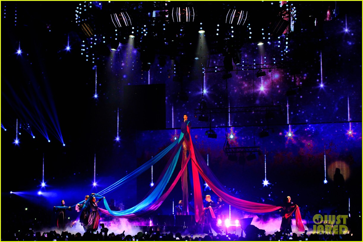 katy perry performs unconditionally at mtv ema 2013 video 18