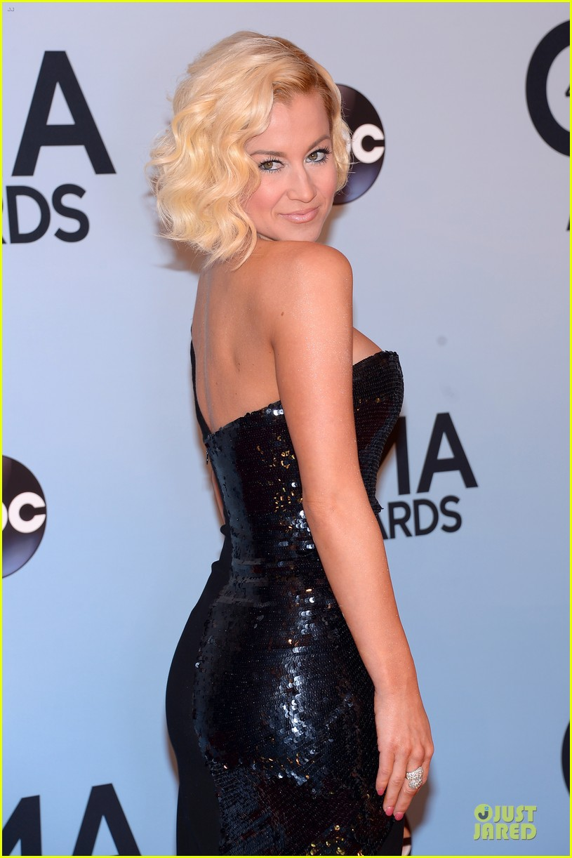 kellie pickler scotty mccreery cma awards 2013 red carpet 02