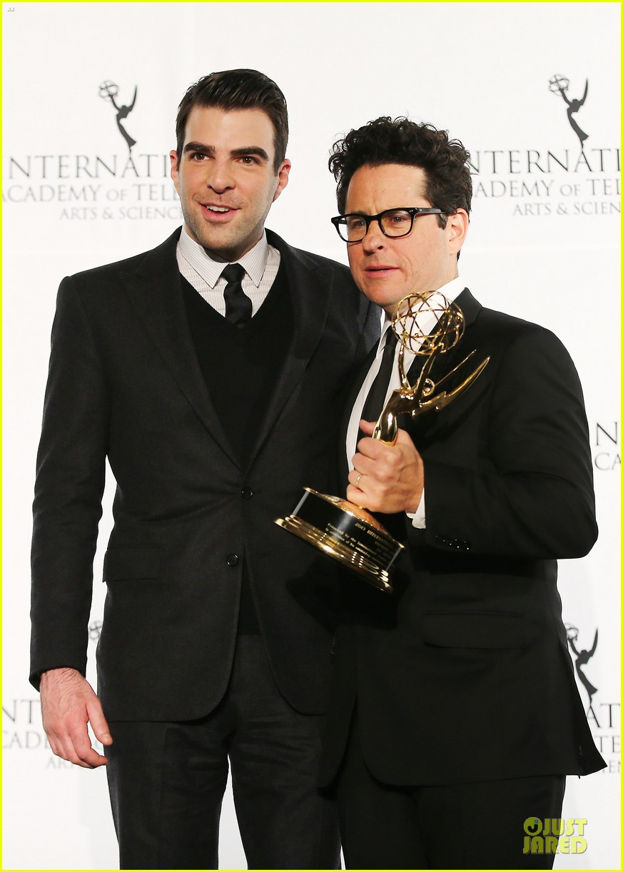 zachary quinto honors jj abrams at international emmys 023000436