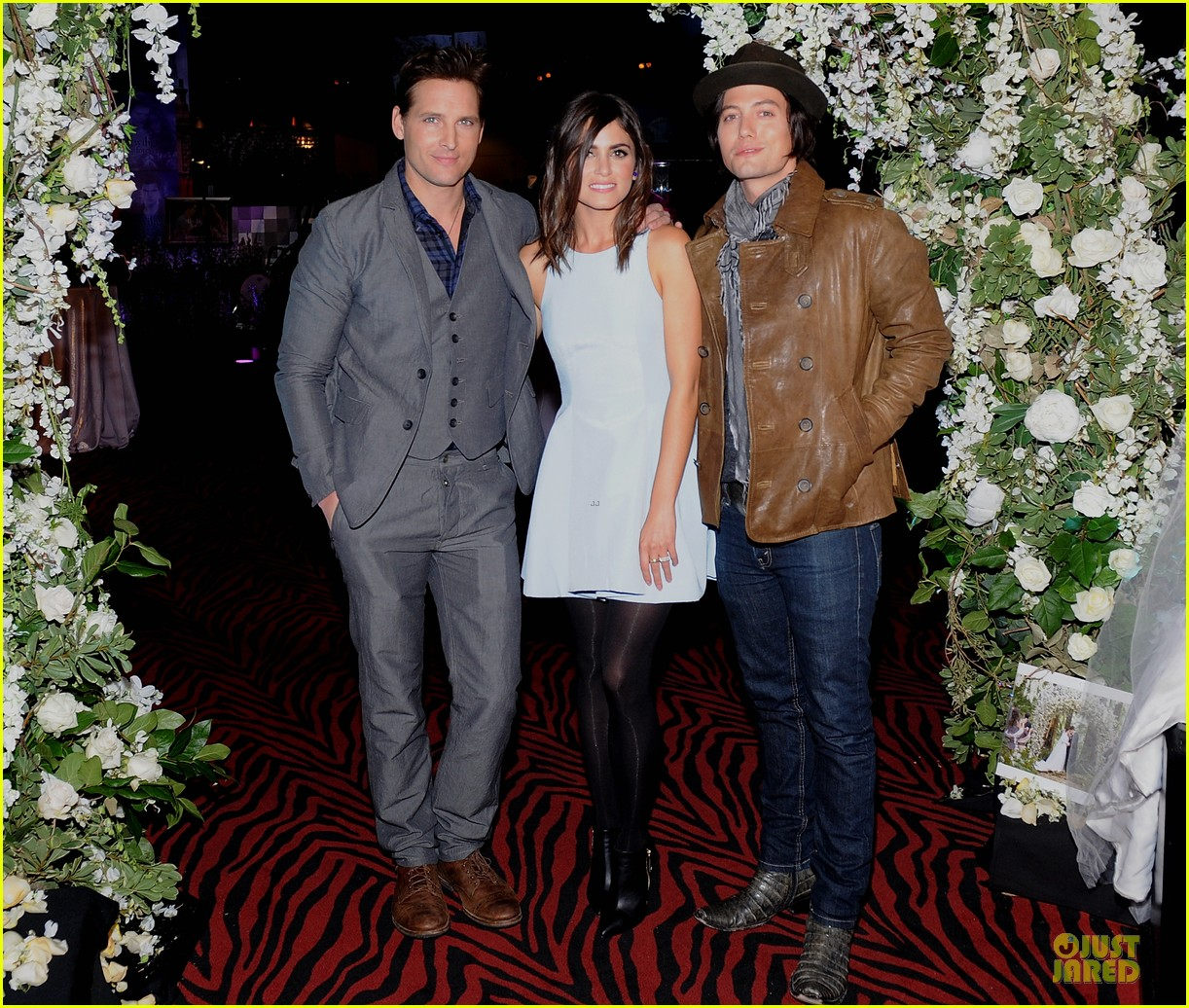 nikki reed peter facinelli twilight experience exhibit launch 01