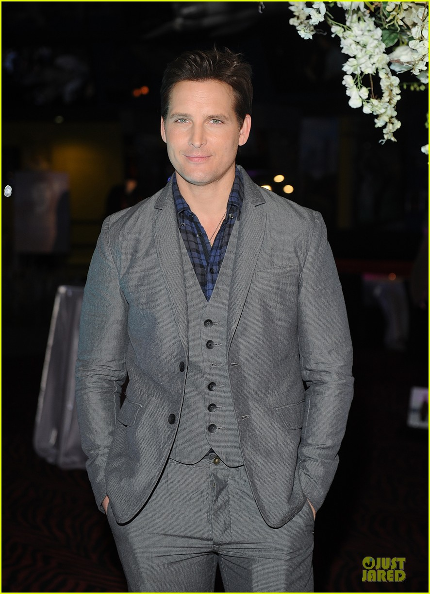 nikki reed peter facinelli twilight experience exhibit launch 12