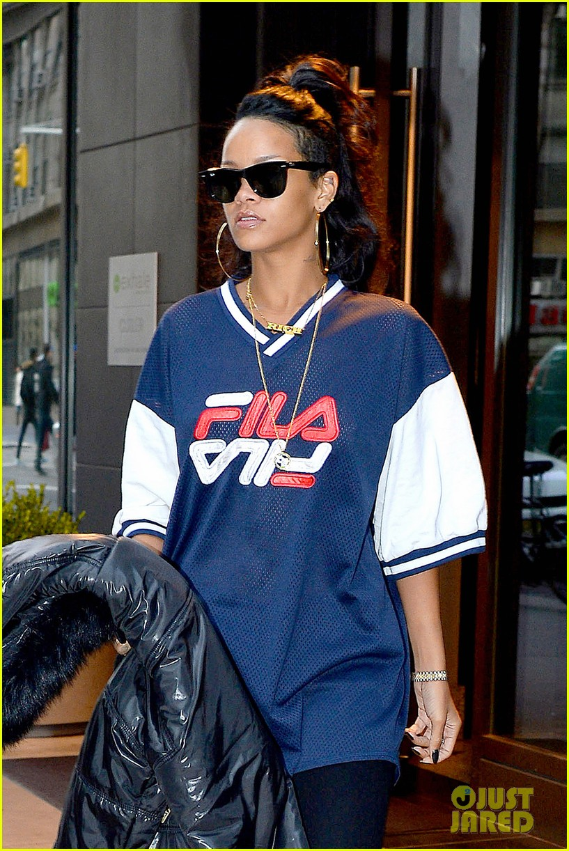 rihanna pray for the people of the philippines 02