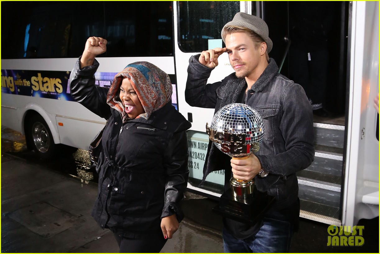 amber riley celebrates dwts win on gma 06