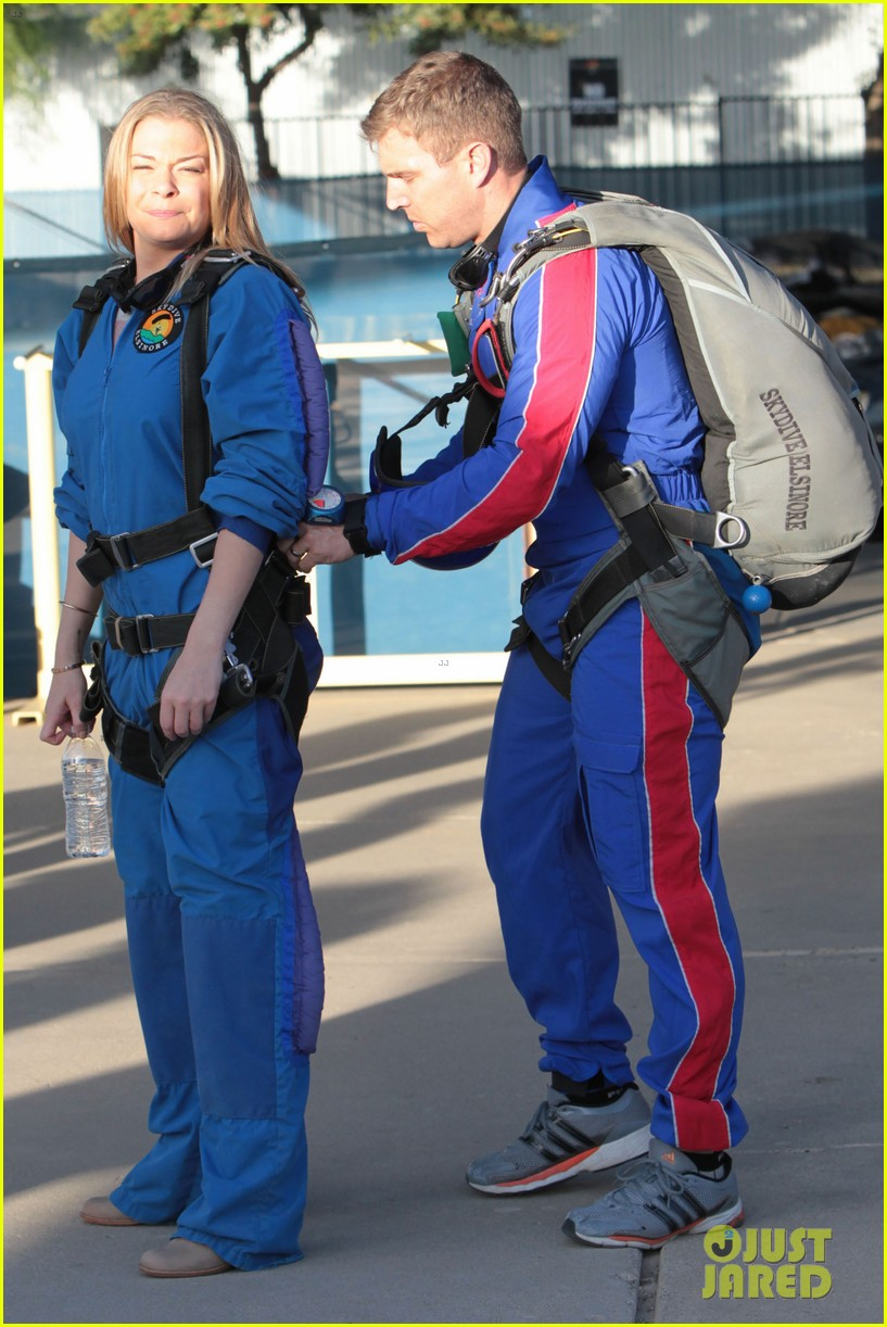 leann rimes eddie cibrian skydive elsinore couple 09