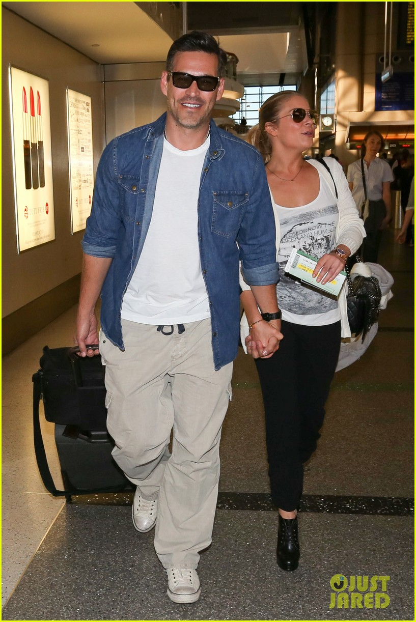 leann rimes eddie sibrian hold hands at lax 05