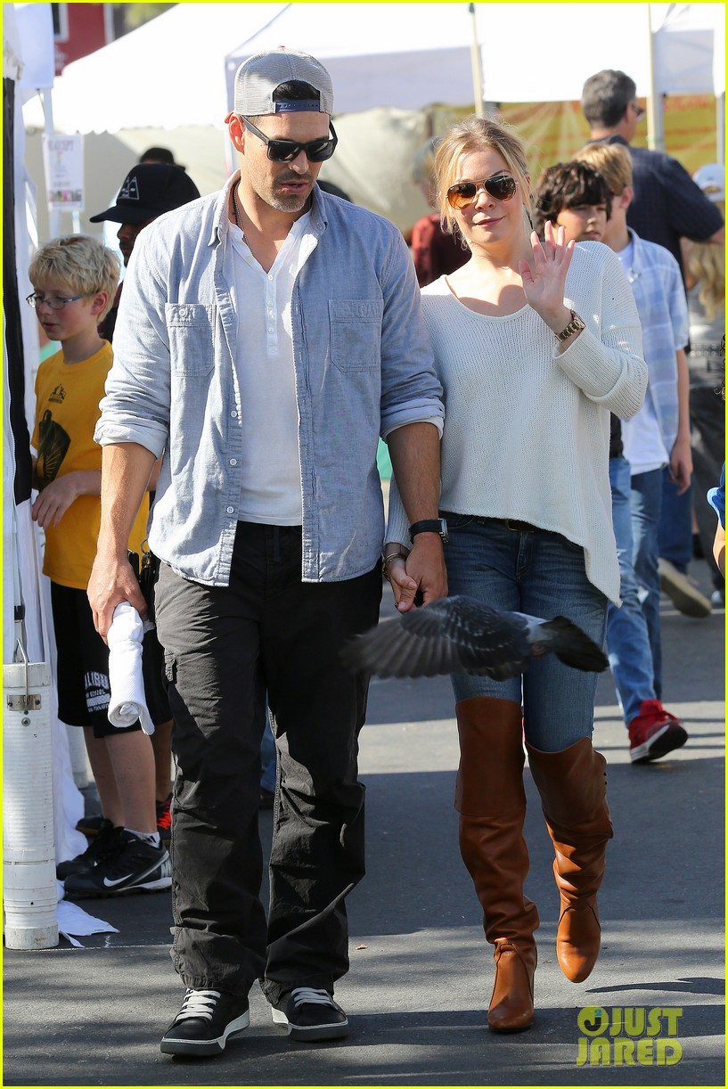 leann rimes eddie cibrian get affectionate at farmers market 09