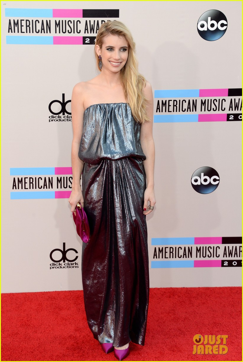 emma roberts amas 2013 red carpet 01