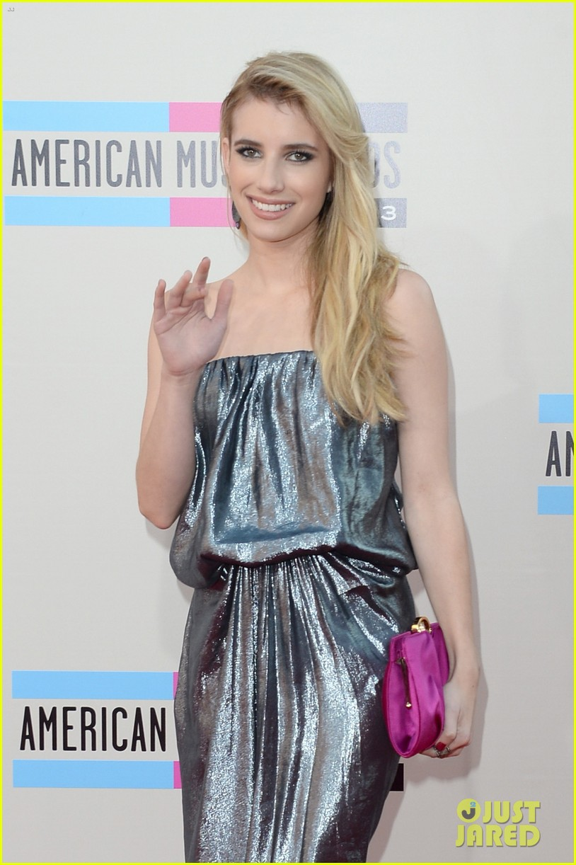 emma roberts amas 2013 red carpet 04