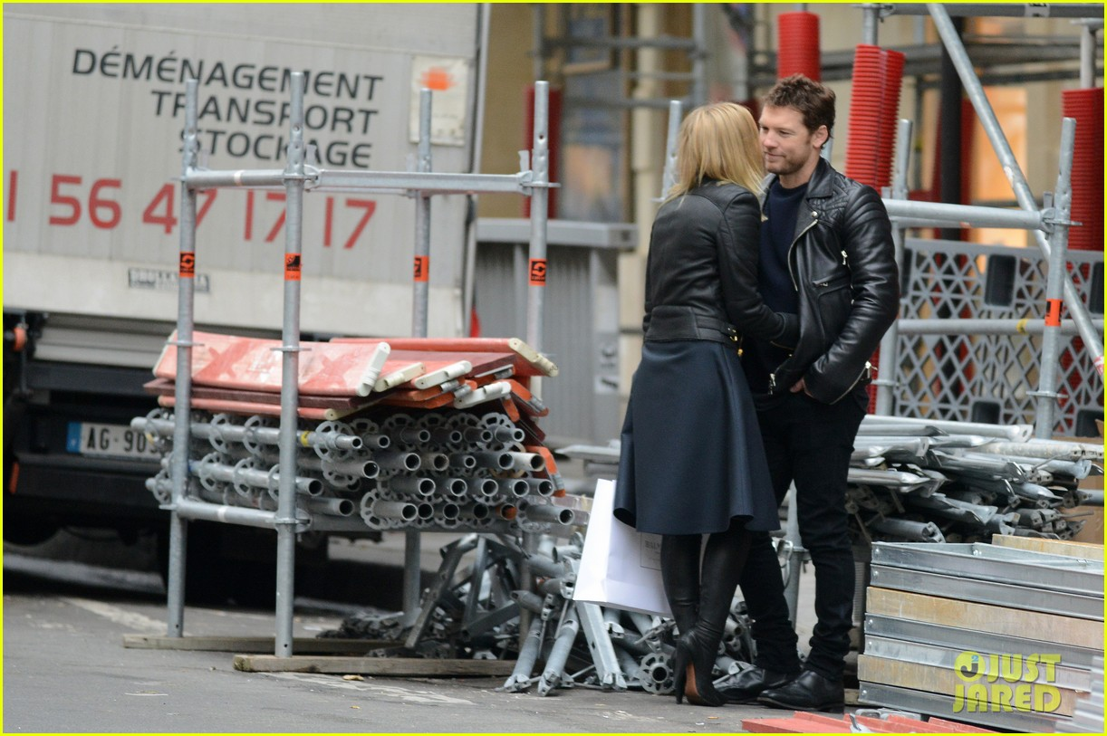 sam worthington lara bingle get romantic for paris vacation 07