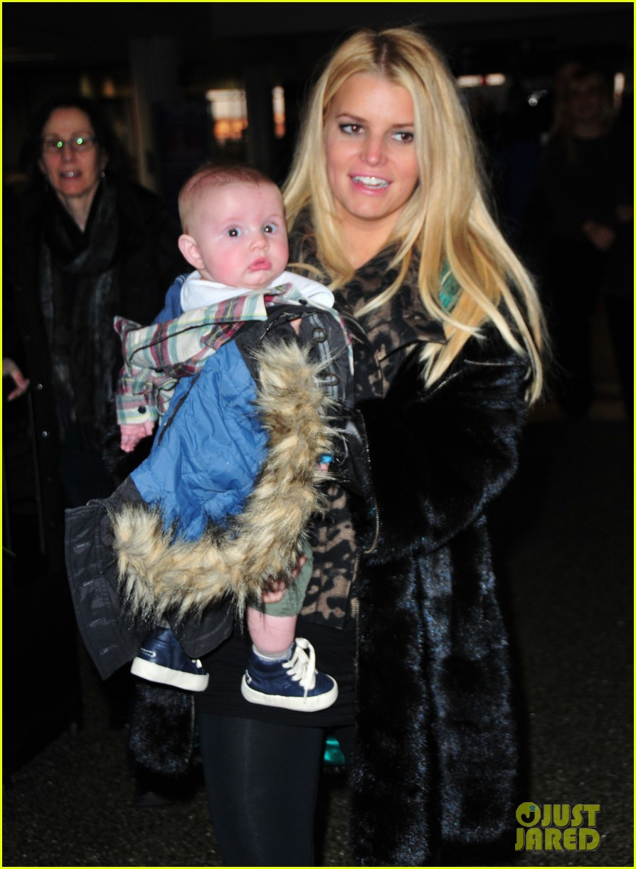 jessica simpson family head to boston for thanksgiving 04