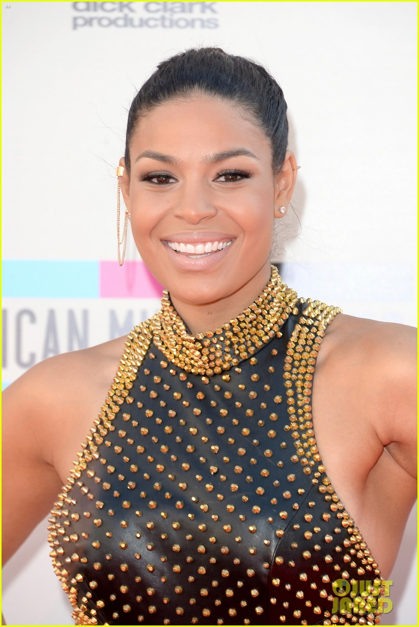 jordin sparks american music awards 2013 red carpet 04