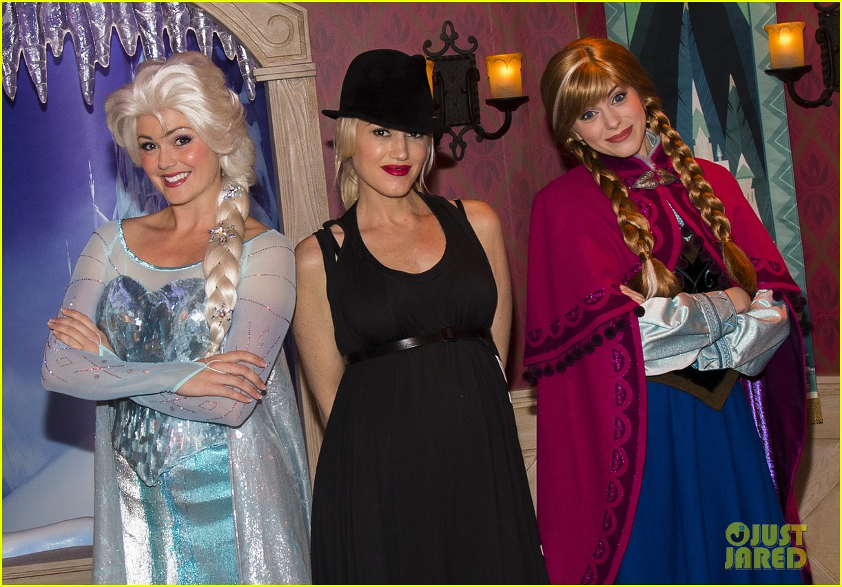 gwen stefani meets frozen characters at disneyland 08