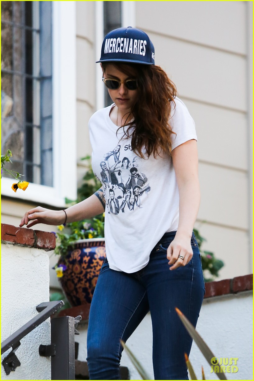 kristen stewart flashes arm tattoo after thanksgiving 083002327