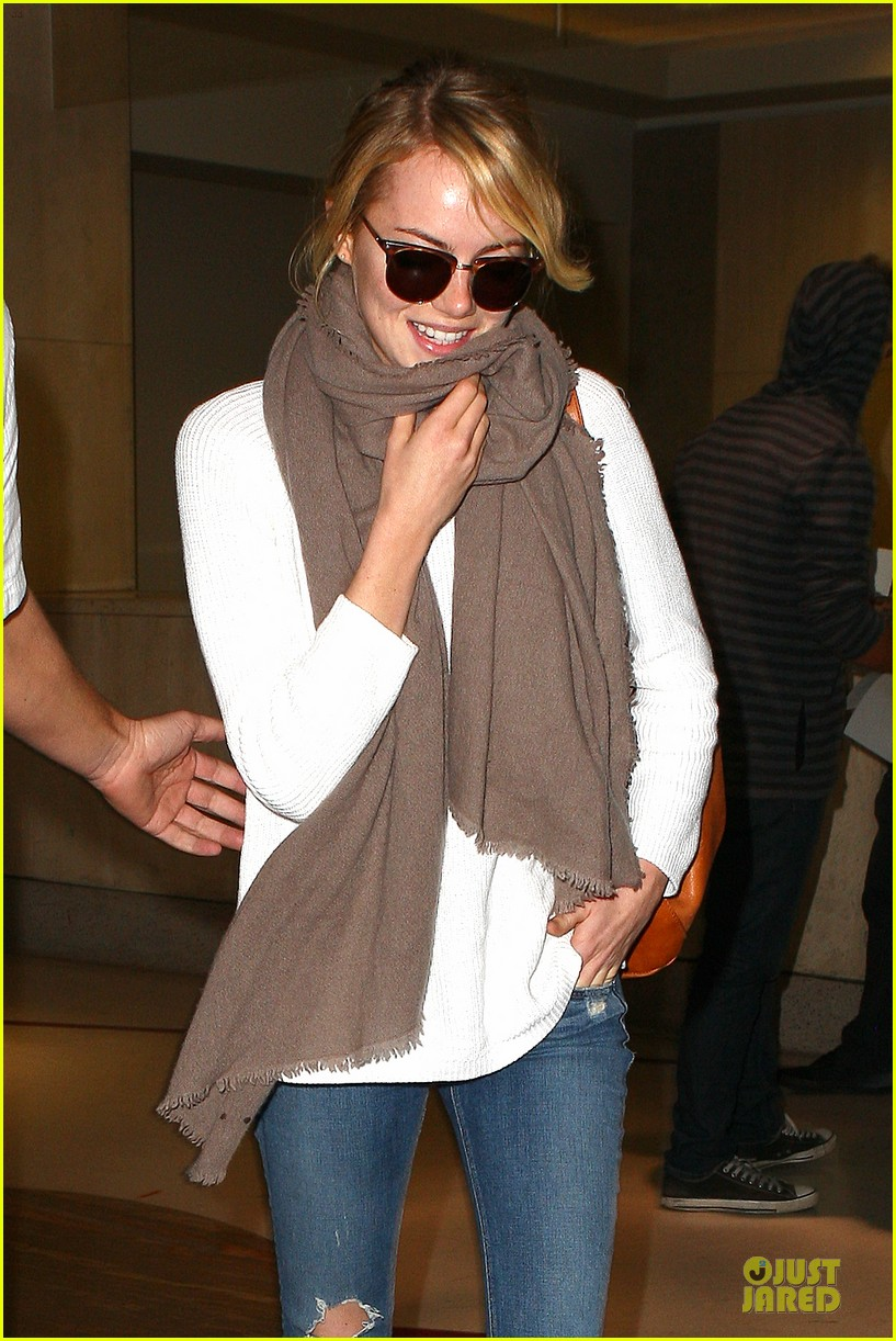 emma stone lands in lax airport after quiet few months 02
