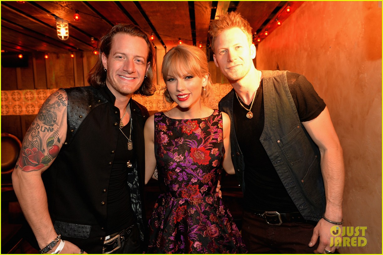 taylor swift cmt awards 2013 after party 01