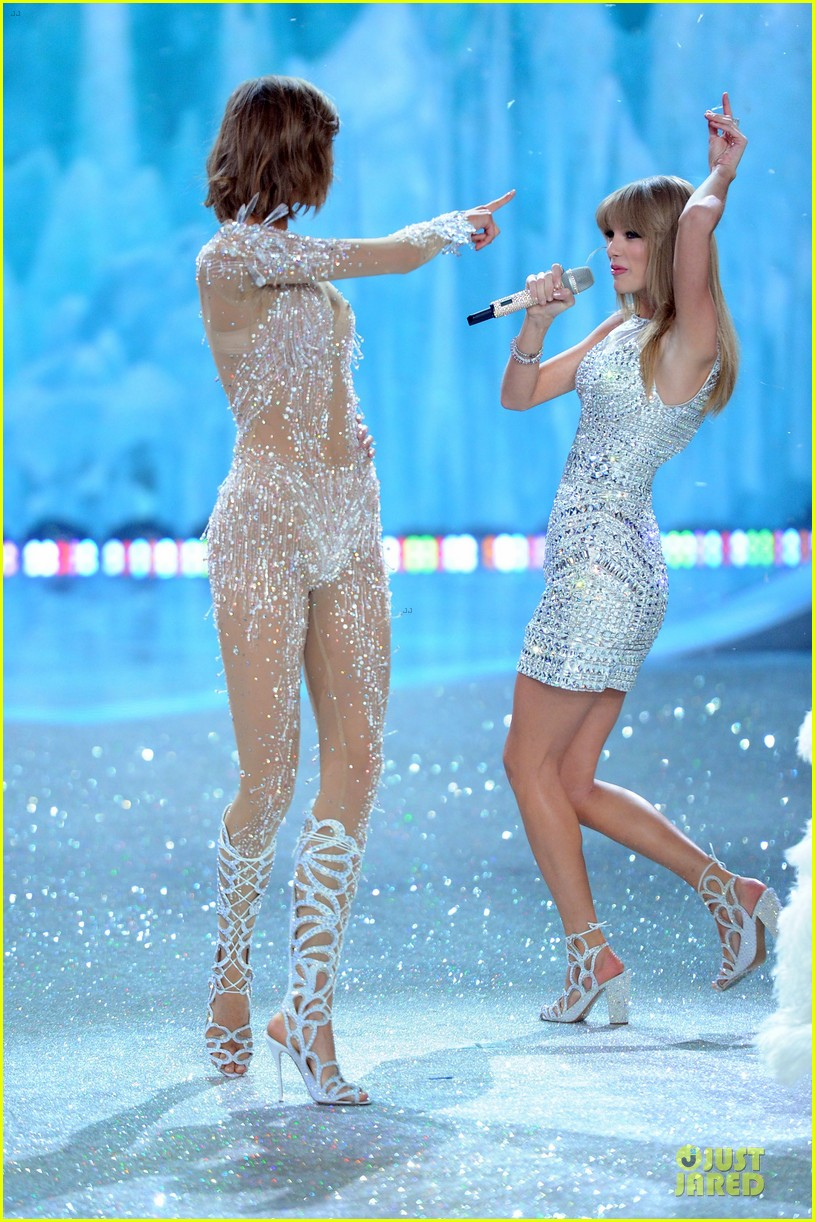 taylor swift victorias secret fashion show performer 2013 222992195